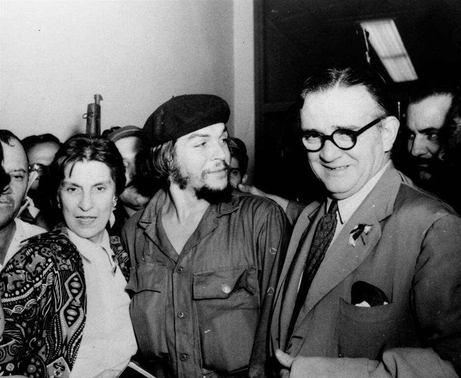 """. Ernesto \""""Che\"""" Guevara is flanked by his parents on their arrival at airport in Havana, Cuba in 1959. (AP Photo)"""