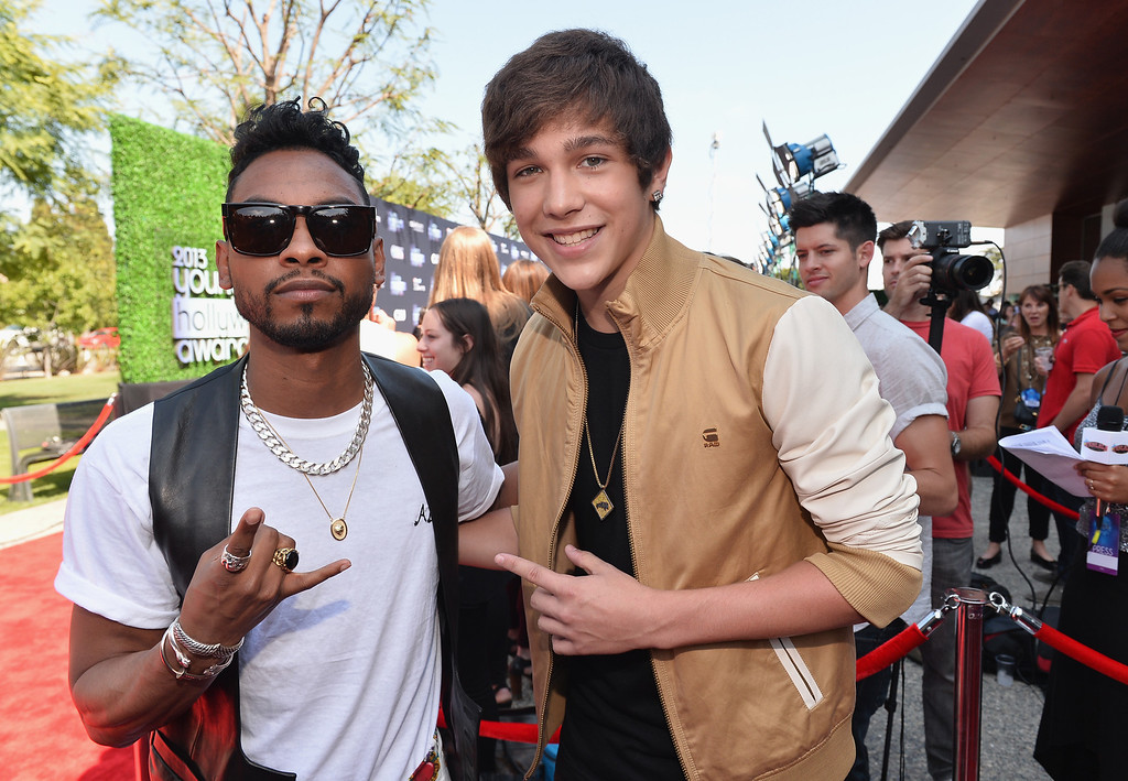 . Musicians Miguel and Austin Mahone attend CW Network\'s 2013 Young Hollywood Awards presented by Crest 3D White and SodaStream held at The Broad Stage on August 1, 2013 in Santa Monica, California.  (Photo by Alberto E. Rodriguez/Getty Images for PMC)