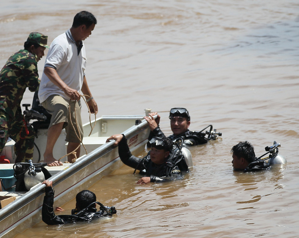 . Divers search for bodies of victims of a crashed Lao Airlines plane in the Mekong River in Pakse, Laos, Thursday, Oct. 17, 2013. (AP Photo/sakchai Lalit)
