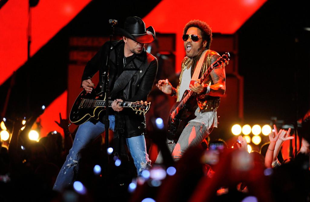 . Jason Aldean, left, and Lenny Kravitz perform at the 2013 CMT Music Awards at Bridgestone Arena on Wednesday, June 5, 2013, in Nashville, Tenn. (Photo by Donn Jones/Invision/AP)