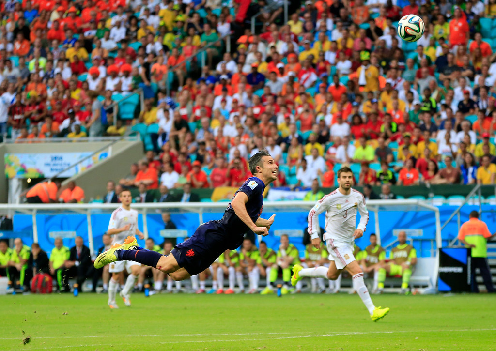 . Netherlands\' Robin van Persie scores a goal during the group B World Cup soccer match between Spain and the Netherlands at the Arena Ponte Nova in Salvador, Brazil, Friday, June 13, 2014. (AP Photo/Bernat Armangue)