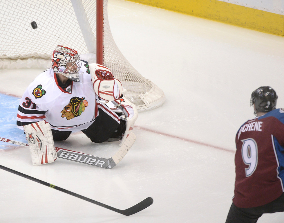 . Colorado center Matt Duchene (9) beat Chicago goalie Antti Raanta (31) for a goal early in the second period. (Photo by Karl Gehring/The Denver Post)