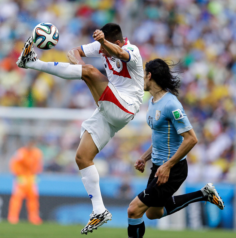 . Costa Rica\'s Oscar Duarte kicks the ball away from Uruguay\'s Edinson Cavani, right, during the group D World Cup soccer match between Uruguay and Costa Rica at the Arena Castelao in Fortaleza, Brazil, Saturday, June 14, 2014.  (AP Photo/Natacha Pisarenko)