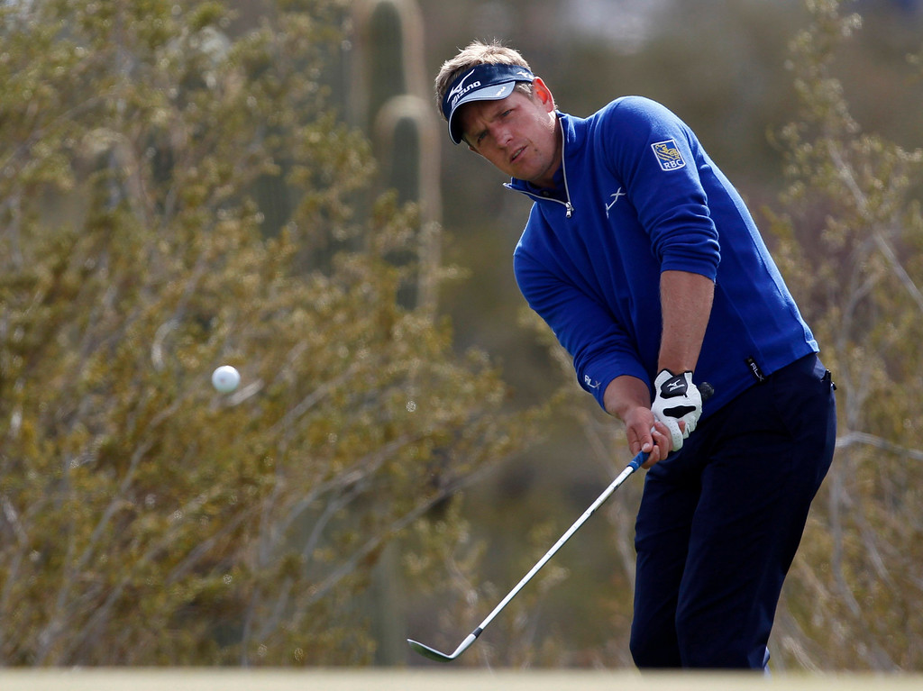 . British golfer Luke Donald chips onto the first green against German golfer Marcel Siem during the weather delayed first round of the WGC-Accenture Match Play Championship golf tournament in Marana, Arizona February 21, 2013. REUTERS/Matt Sullivan