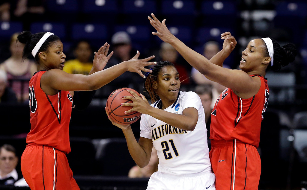 . California\'s Reshanda Gray (21) is pressured by Georgia\'s Shacobia Barbee, left, and Jasmine Hassell during the first half in a regional final in the NCAA women\'s college basketball tournament, Monday, April 1, 2013, in Spokane, Wash. (AP Photo/Elaine Thompson)