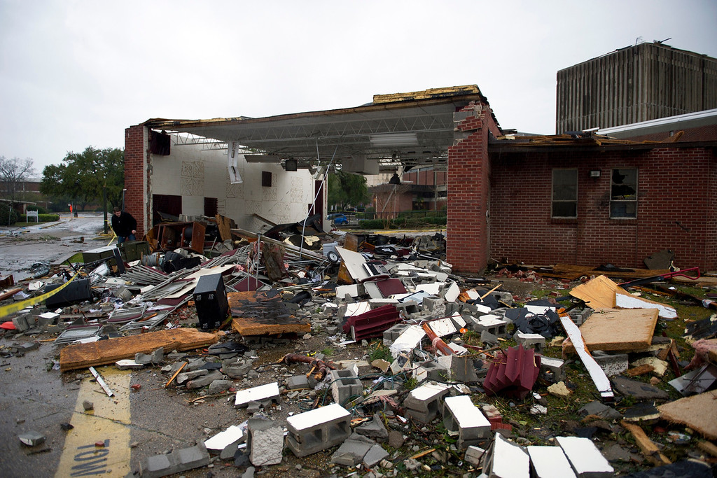 . The Jazz Station building on the campus of the University of Southern Mississippi shows heavy damage from Sunday\'s tornado in Hattiesburg, Mississippi, February 11, 2013. REUTERS/Kelly Dunn/University of Southern Mississippi