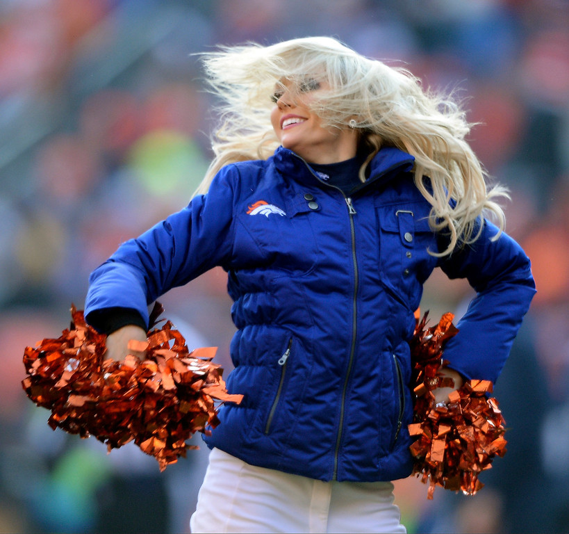 . Denver Broncos cheerleaders dance during the first quarter.    (Photo by Hyoung Chang/The Denver Post)