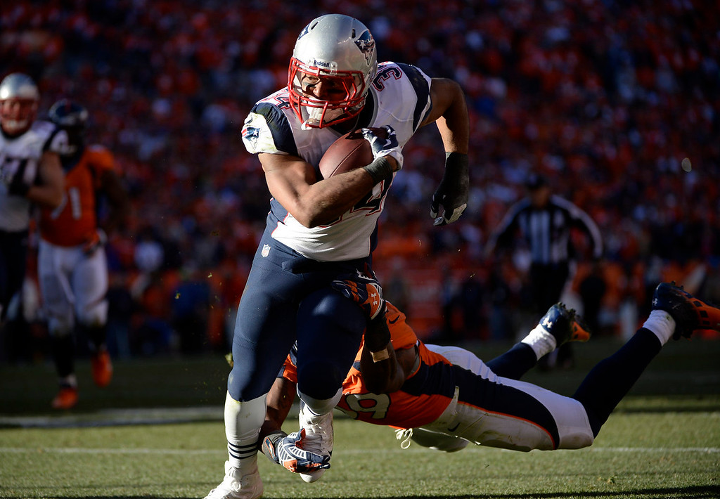 . New England Patriots running back Shane Vereen (34) makes a run in the fourth quarter. The Denver Broncos take on the New England Patriots in the AFC Championship game at Sports Authority Field at Mile High in Denver on January 19, 2014. (Photo by AAron Ontiveroz/The Denver Post)