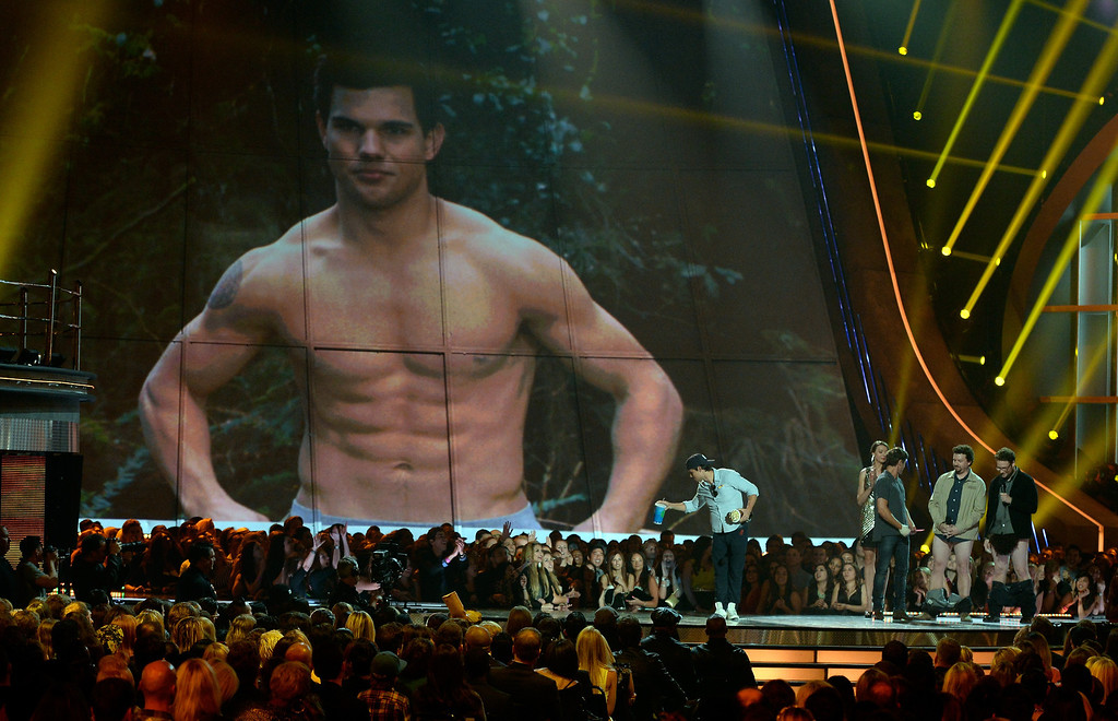 . ctor Taylor Lautner accepts Best Shirtless Performance onstage during the 2013 MTV Movie Awards at Sony Pictures Studios on April 14, 2013 in Culver City, California.  (Photo by Kevork Djansezian/Getty Images)