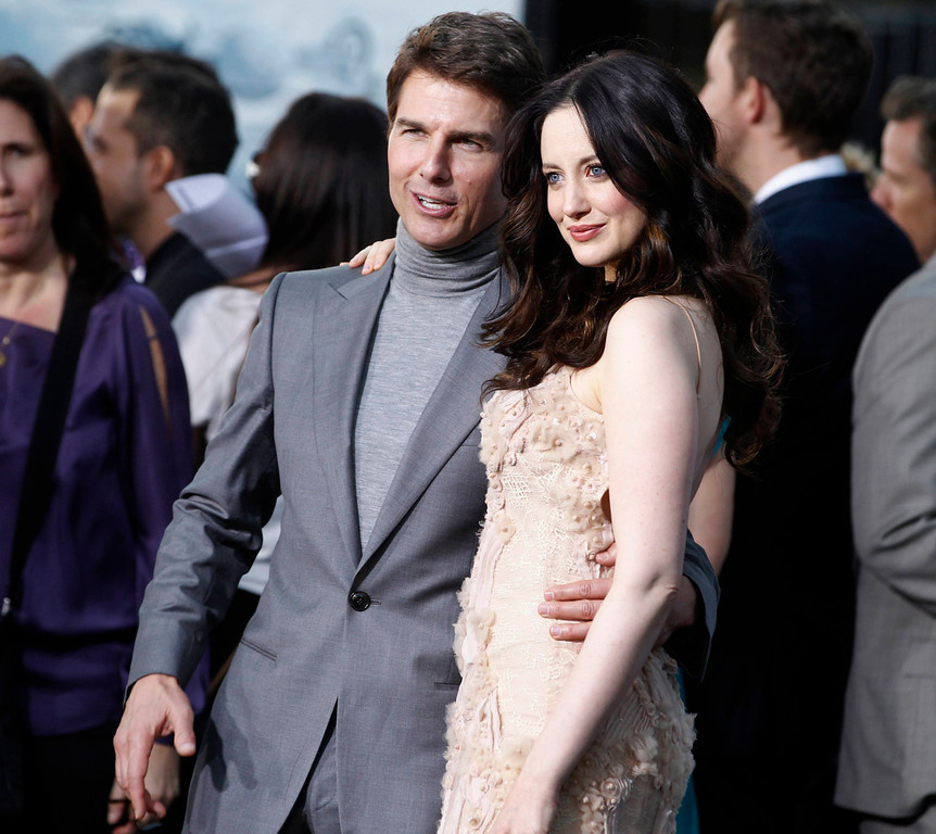 """. British actress Andrea Riseborough (R) poses with fellow cast member Tom Cruise at the premiere of their new film \""""Oblivion\"""" in Hollywood, California April 10, 2013.  REUTERS/Fred Prouser"""