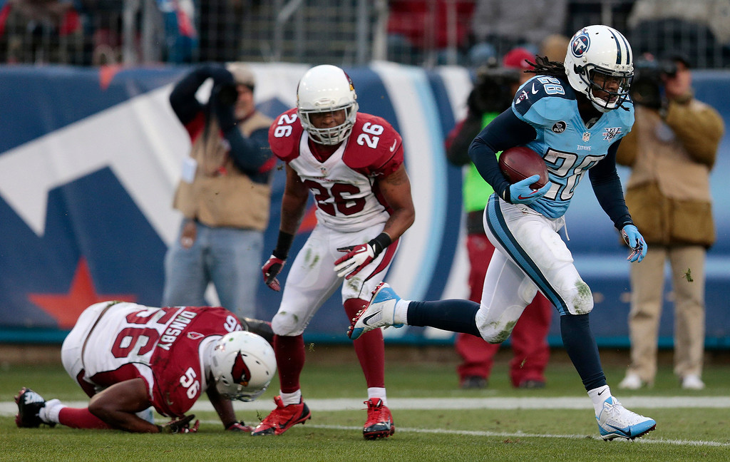 Description of . Tennessee Titans running back Chris Johnson (28) gets past Arizona Cardinals defenders Karlos Dansby (56) and Rashad Johnson (26) as Chris Johnson scores a touchdown on a 25-yard pass play in the first quarter of an NFL football game Sunday, Dec. 15, 2013, in Nashville, Tenn. (AP Photo/Wade Payne)
