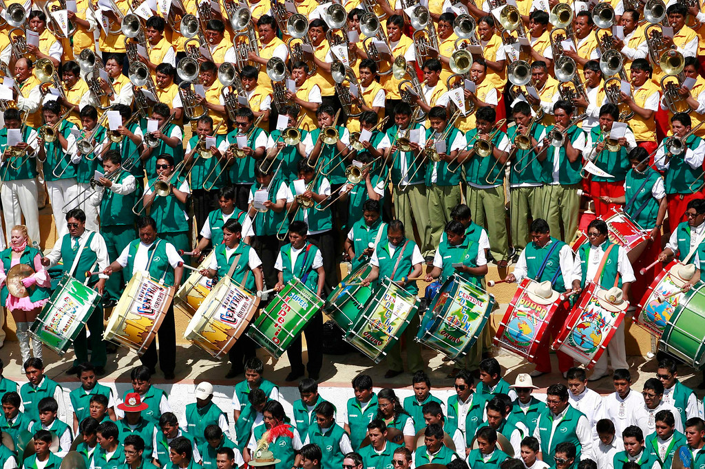 . Thousands of Bolivian musicians participate in a music festival in Oruro, about 200 km (124 miles) south of La Paz, February 2, 2013. Trumpet music and beating drums reverberated through the streets of the Bolivian city of Oruro to kick off pre-Carnival festivities. REUTERS/David Mercado