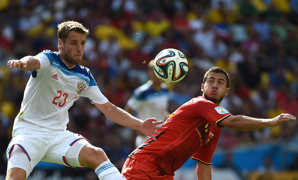. Russia\'s defender Dmitri Kombarov (L) and Belgium\'s midfielder Eden Hazard vie for the ball during a Group H football match between Belgium and Russia at the Maracana Stadium in Rio de Janeiro during the 2014 FIFA World Cup on June 22, 2014.  AFP PHOTO / CHRISTOPHE SIMON