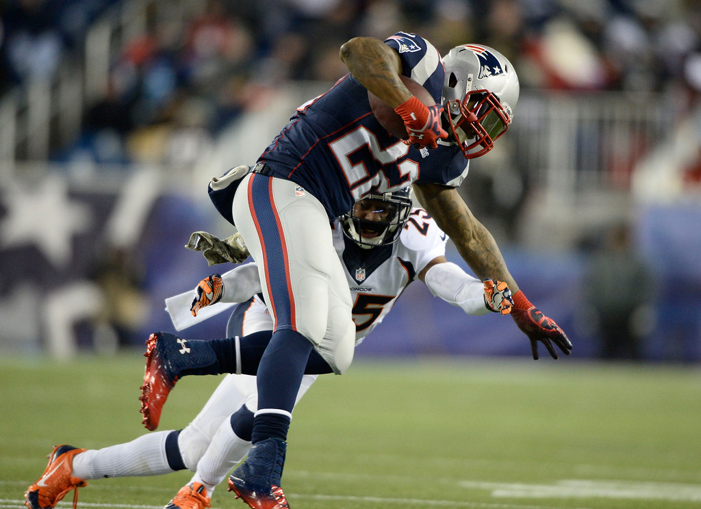 . FOXBOROUGH, MA - NOVEMBER 24: Denver Broncos cornerback Chris Harris (25) comes in for a tackle on New England Patriots running back Stevan Ridley (22) after a short gain during the first quarter November 24, 2013 at Gillette Stadium. (Photo by John Leyba/The Denver Post)