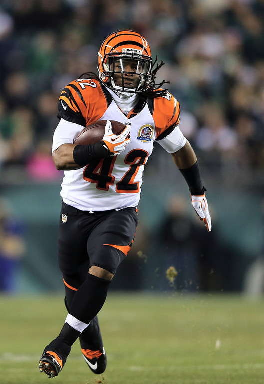. BenJarvus Green-Ellis #42 of the Cincinnati Bengals carries the ball in the first quarter against the Philadelphia Eagles on December 13, 2012 at Lincoln Financial Field in Philadelphia, Pennsylvania.  (Photo by Elsa/Getty Images)