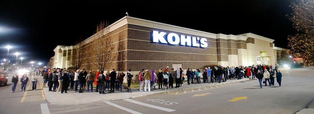 . Hundreds wait in line Thursday, Nov. 28, 2013 at Kohl\'s in American Fork, Utah for an early Black Friday opening. (AP Photo/Deseret News, Scott G Winterton)