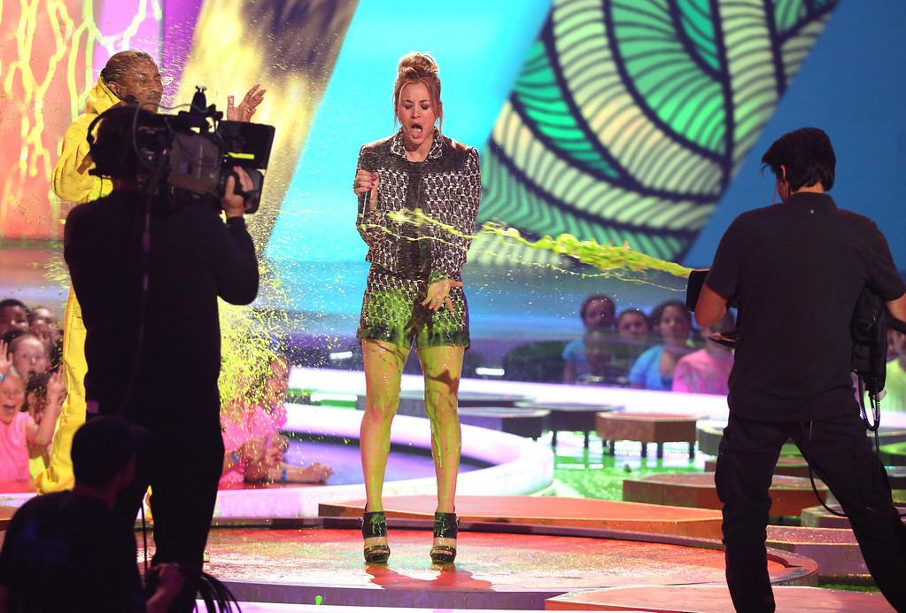 . Kaley Cuoco gets slimed at the 27th annual Kids\' Choice Awards at the Galen Center on Saturday, March 29, 2014, in Los Angeles. (Photo by Matt Sayles/Invision/AP)