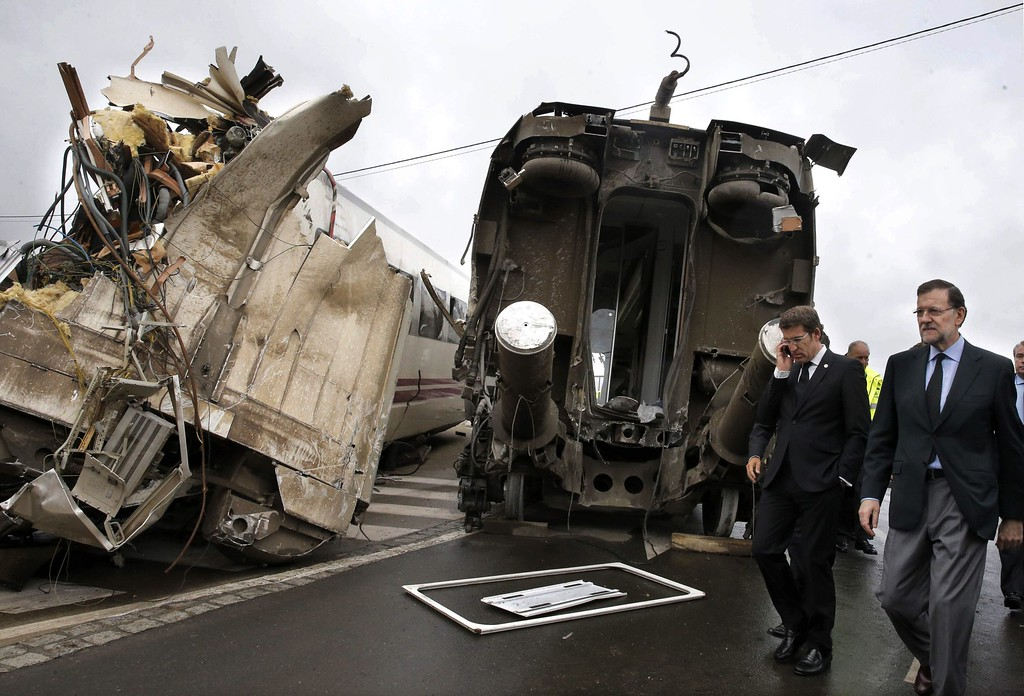 . Spanish Prime Minister Mariano Rajoy (R) and Galicia\'s regional President Alberto Nunez Feijoo (2nd R) visit the site of a train accident near the city of Santiago de Compostela on July 25, 2013.  AFP PHOTO / POOL / LAVANDEIRA JR/AFP/Getty Images