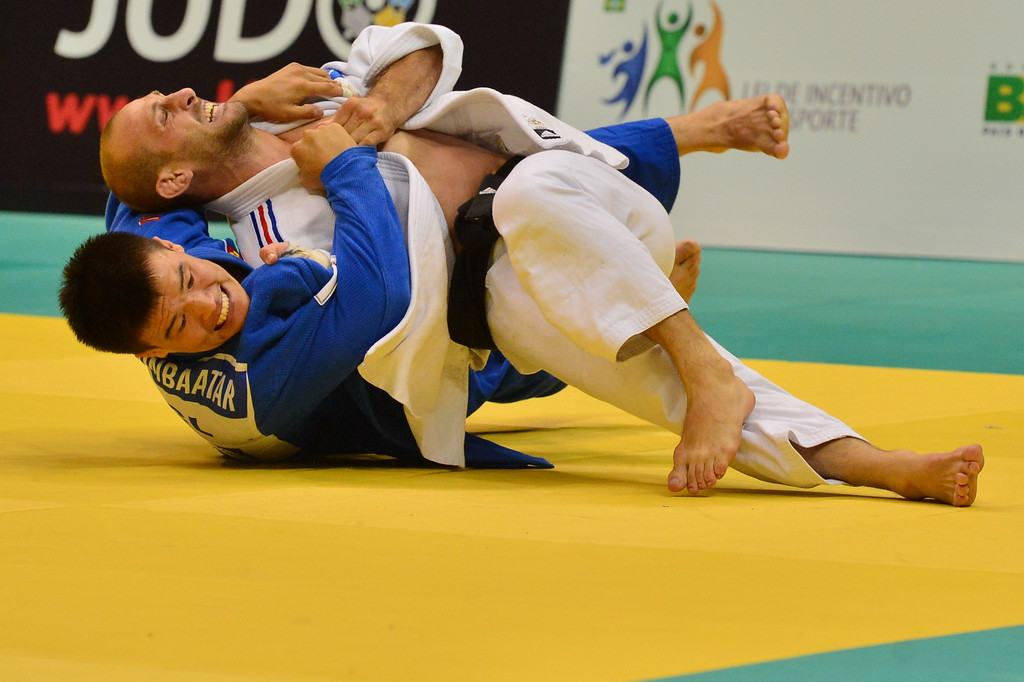 . France\'s Alain Schmitt (white) and Mongolia\'s Uuganbaatar Otgonbaatar compete for the men\'s -81kg category bronze medal, during the IJF World Judo Championship in Rio de Janeiro, Brazil, on August 29, 2013.  YASUYOSHI CHIBA/AFP/Getty Images