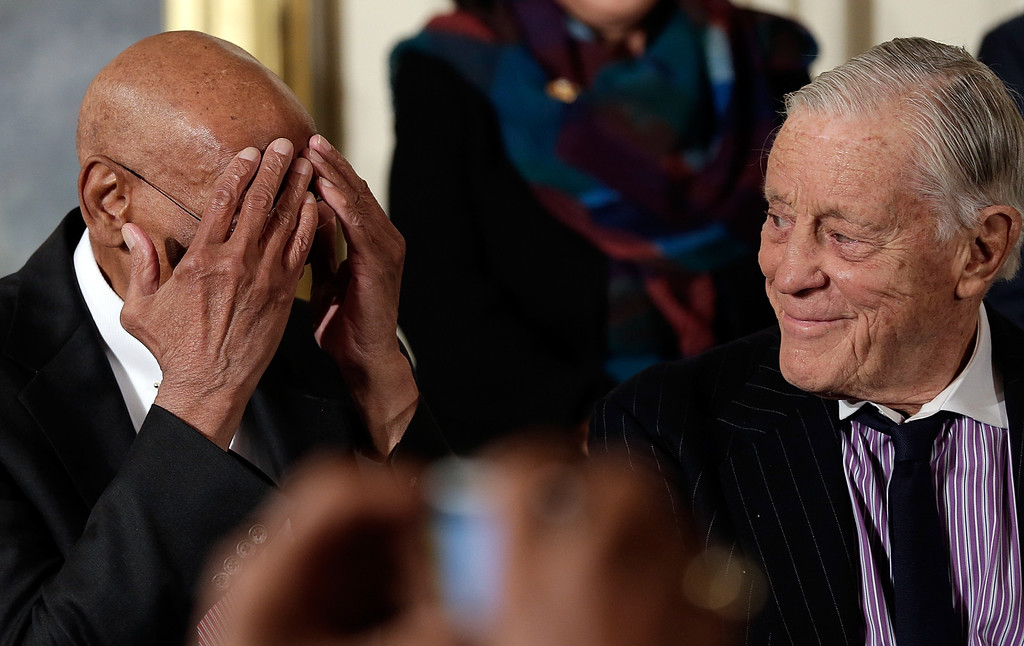 . Hall of Fame baseball player Ernie Banks (L) jokes with Ben Bradlee (R), former Executive Editor of the Washington Post, before U.S. President Barack Obama awarded them the Presidential Medal of Freedom in the East Room at the White House on November 20, 2013 in Washington, DC.   (Photo by Win McNamee/Getty Images)