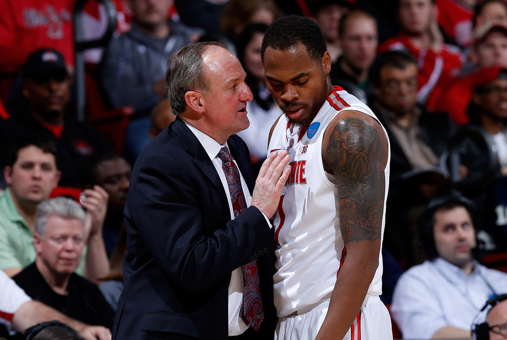 . DAYTON, OH - MARCH 22: Head coach Thad Matta of the Ohio State Buckeyes talks to Deshaun Thomas #1 in the second half against the Iona Gaels during the second round of the 2013 NCAA Men\'s Basketball Tournament at UD Arena on March 22, 2013 in Dayton, Ohio.  (Photo by Joe Robbins/Getty Images)