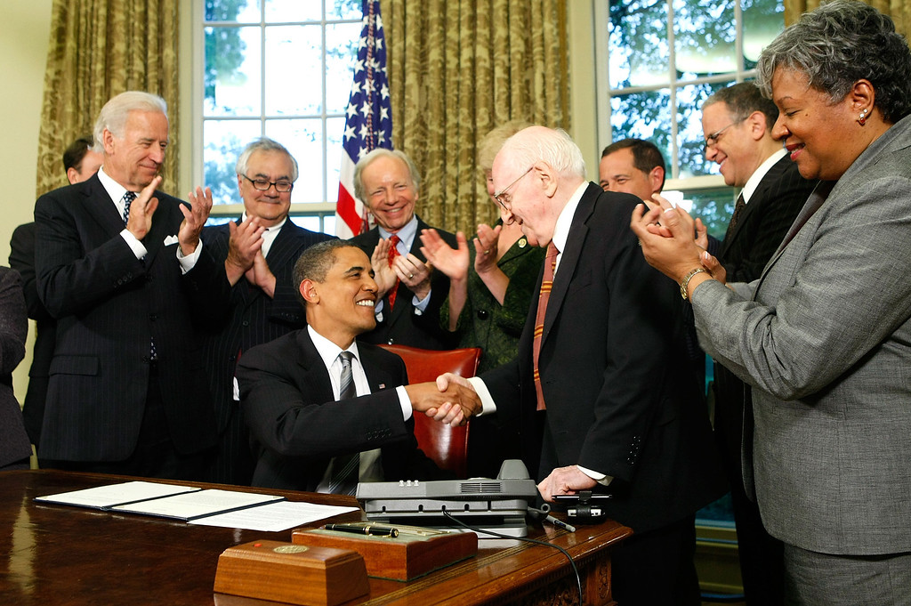 . WASHINGTON - JUNE 17:  U.S. President Barack Obama shakes hands with gay rights activist Frank Kameny (3R) after he signed a memorandum on federal benefits and non-discrimination as (L-3L) Vice President Joseph Biden, Rep. Barney Frank (D-MA), and Sen. Joseph Lieberman (I-CT) look on in the Oval Office of the White House June 17, 2009 in Washington, DC. Obama signed the memorandum to extend benefits to same-sex partners of federal employees.  (Photo by Alex Wong/Getty Images)