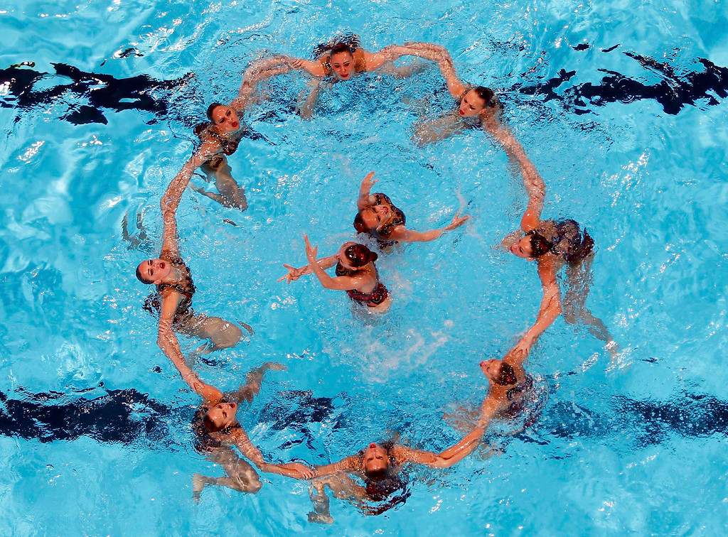 . Russia\'s team perform in the synchronised swimming free combination routine preliminaries during the World Swimming Championships at the Sant Jordi arena in Barcelona July 21, 2013.   REUTERS/Albert Gea