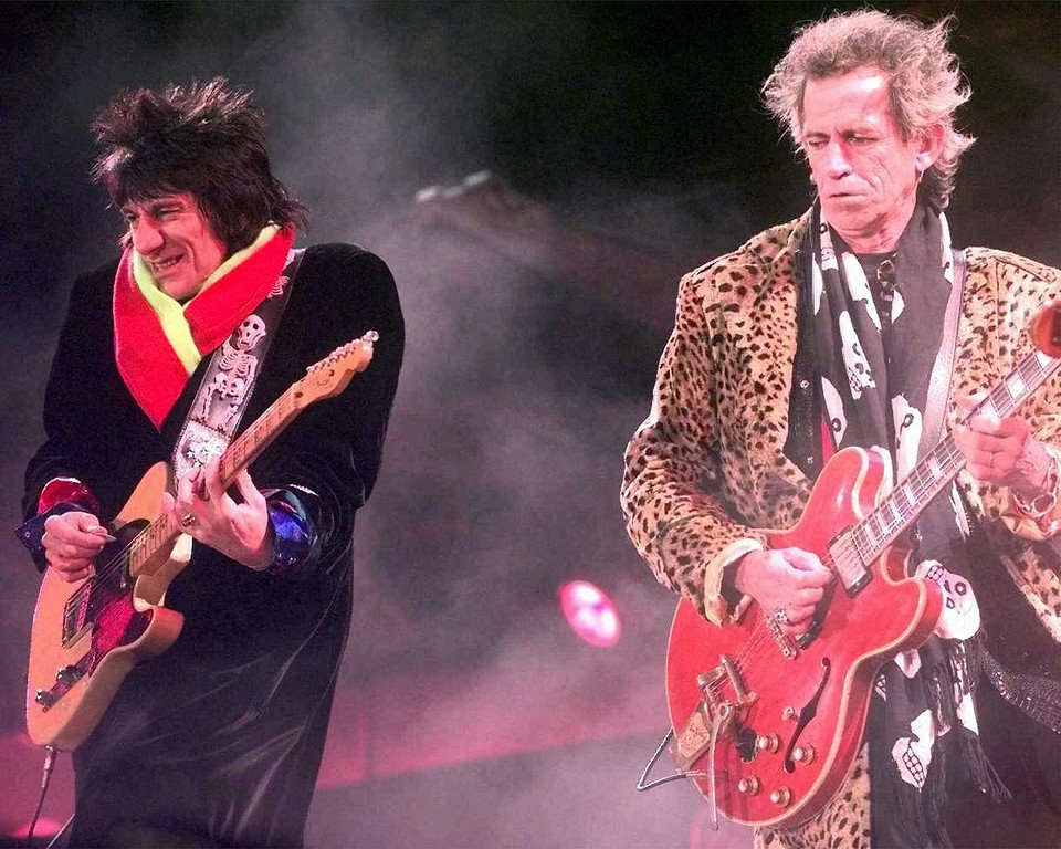 . Rolling Stones guitarists Ron Wood, left, and Keith Richards perform at Jack Kent Cooke Stadium Thursday, October 23, 1997 as part of their Bridges to Babylon World Tour.  (AP Photo/Brian K. Diggs)
