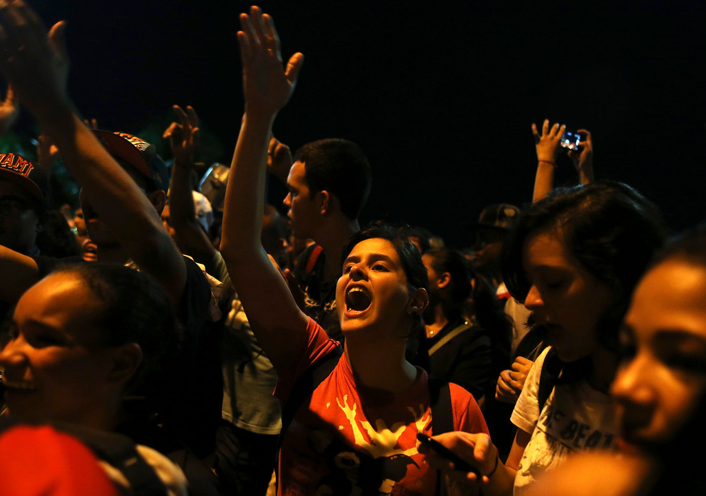 . People yell slogans during a protest outside Rio de Janeiro governor Sergio Cabral\'s house, in Rio de Janeiro June 21, 2013. REUTERS/Pilar Olivares