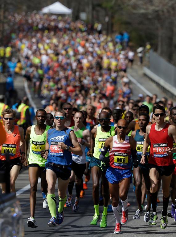 . The elite men\'s runners compete near the start of the 118th Boston Marathon Monday, April 21, 2014 in Hopkinton, Mass. (AP Photo/Steven Senne)