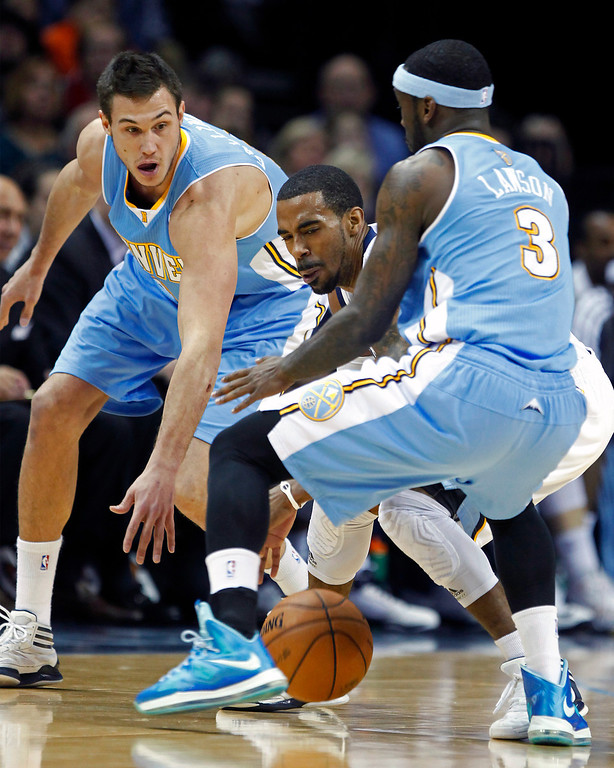 . Memphis Grizzlies guard Mike Conley is trapped between Denver Nuggets forward Danilo Gallinari, left, of Italy, and guard Ty Lawson (3) in the first half of an NBA basketball game on Saturday, Dec. 29, 2012, in Memphis, Tenn. (AP Photo/Lance Murphey)