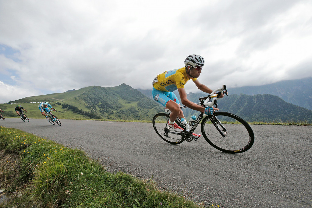 . Italy\'s Vincenzo Nibali, wearing the overall leader\'s yellow jersey, speeds down Val Louron Azet pass during the seventeenth stage of the Tour de France cycling race over 124.5 kilometers (77.4 miles) with start in Saint-Gaudens and finish in Saint-Lary, France, Wednesday, July 23, 2014. (AP Photo/Christophe Ena)
