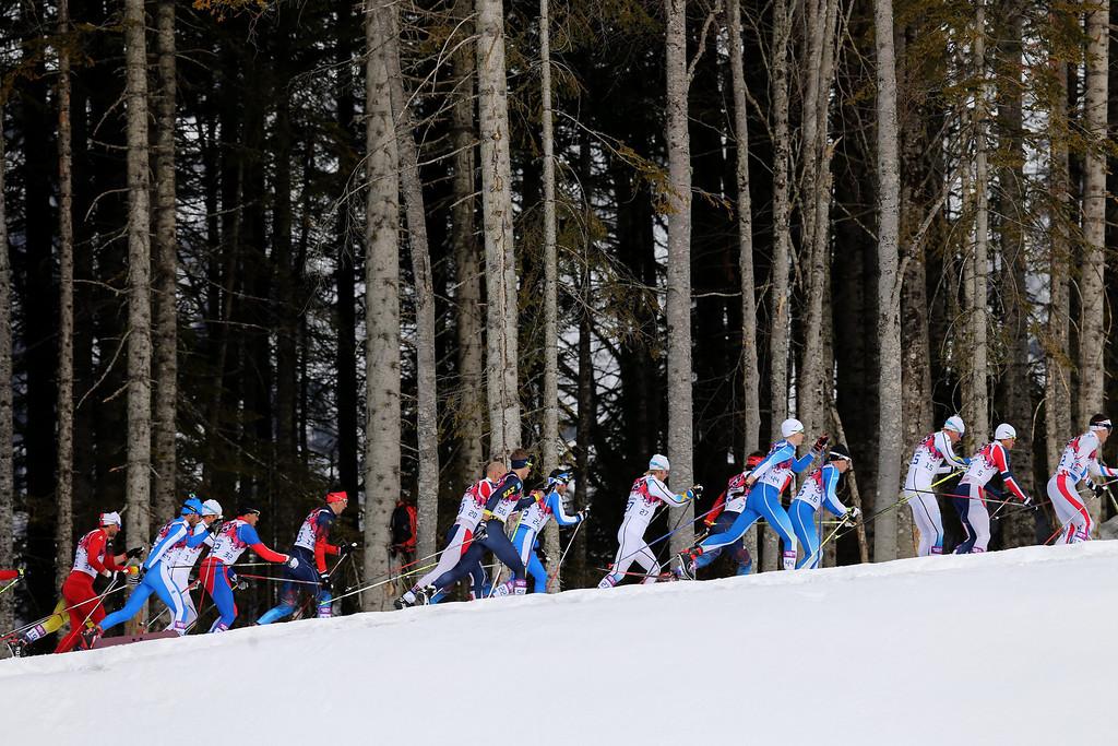 . The pack after the start of Men\'s Skiathlon 15 km Classic + 15 km Free in Laura Cross-country Ski & Biathlon Center at the Sochi 2014 Olympic Games, Krasnaya Polyana, Russia, 09 February 2014.  EPA/ARMANDO BABANI