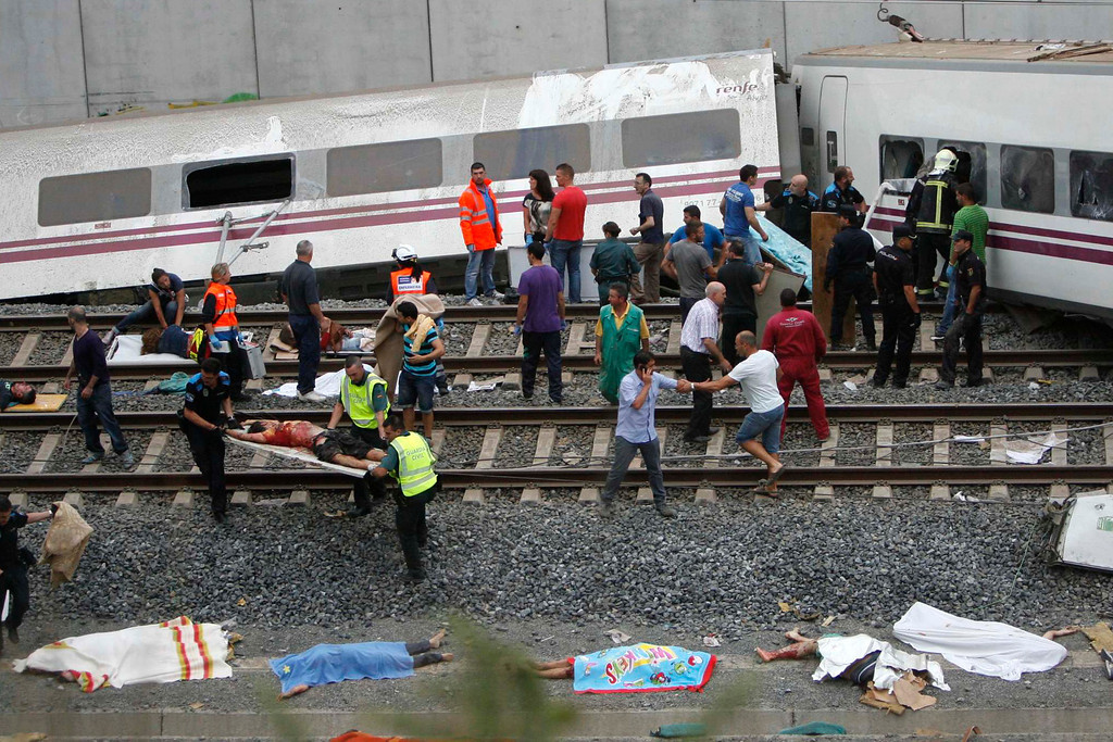 . Emergency personnel respond to the scene of a train derailment in Santiago de Compostela, Spain, Wednesday, July 24, 2013.  (AP Photo/ El correo Gallego/Antonio Hernandez)