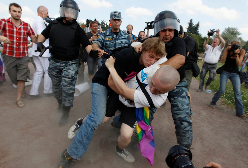 . An anti-gay protester (R) clashes with a gay rights activist during a Gay Pride event in St. Petersburg, June 29, 2013. Dozens of gay and lesbian rights activists and their supporters gathered for the event but were attacked by anti-gay protesters and later dispersed by the police. REUTERS/Alexander Demianchuk