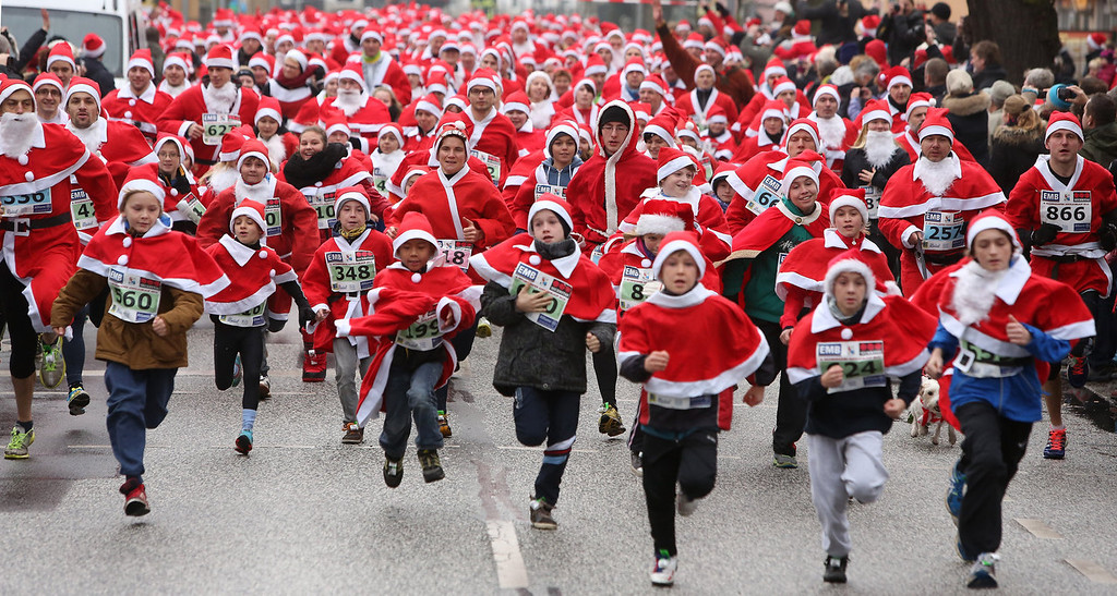 . Participants leave the starting line in the 5th annual Michendorf Santa Run (Michendorfer Nikolauslauf) on December 8, 2013 in Michendorf, Germany. Over 900 people took part in this year\'s races, which included one for children and one for adults.  (Photo by Adam Berry/Getty Images)