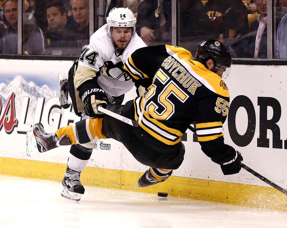 . Pittsburgh Penguins left wing Chris Kunitz (L) knocks down Boston Bruins\' Johnny Boychuk during the third period in Game 3 of their NHL Eastern Conference finals hockey playoff series in Boston, Massachusetts, June 5, 2013. REUTERS/Winslow Townson