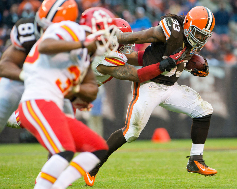 . CLEVELAND, OH - DECEMBER 09: Running back Trent Richardson #33 of the Cleveland Browns runs for a gain during the second half against the Kansas City Chiefs at Cleveland Browns Stadium on December 9, 2012 in Cleveland, Ohio. The Browns defeated the Chiefs 30-7. (Photo by Jason Miller/Getty Images)