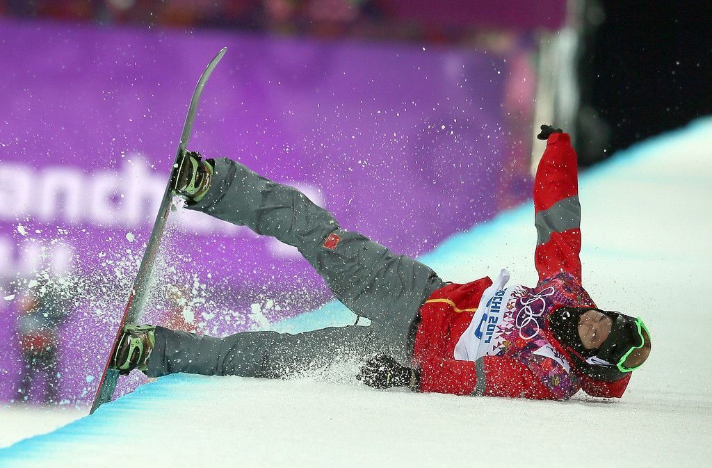 . Shi Wancheng of China wipes out during the Mens Snowboard Halfpipe Semifinals at Rosa Khutor Extreme Park at the Sochi 2014 Olympic Games, Krasnaya Polyana, Russia, 11 February 2014.  EPA/SERGEY ILNITSKY