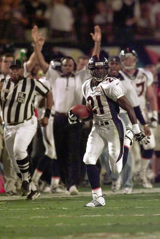 . Denver Broncos cornerback Darrien Gordon runs after he intercepted a pass by Atlanta Falcons quarterback Chris Chandler in the third quarter of Super Bowl XXXIII in Miami, Sunday, Jan. 31, 1999. The Broncos defeated the Falcons 34-19. (AP Photo/Dave Martin)