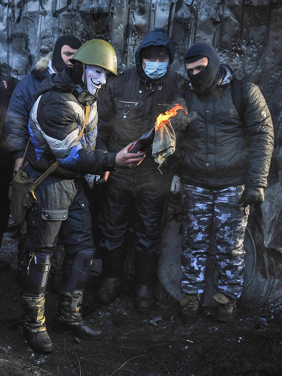 . A protester prepares to throw a Molotov cocktail during an anti-government protest in downtown Kiev, Ukraine, 25 January 2014. Ukraine has been convulsed by protests led by pro-European activists incensed that President Viktor Yanukovych opted against an association agreement with the European Union in November, choosing closer relations with Russia instead. According to media reports on 25 January, more fighting was reported overnight in Kiev, with demonstrators throwing rocks and flaming objects at security forces.  EPA/ALEXEY FURMAN