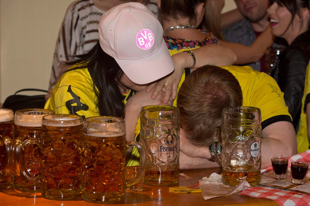 . Borussia Dortmund fans in a Bavarian bar in London react as their team loses 2 -1 against Bayern Munich during the Champions League Final soccer match at Wembley Stadium May 25, 2013.  REUTERS/Neil Hall