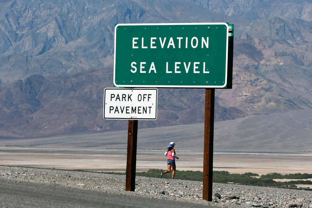 . Shannon Farar-Griefer, 52, of Hidden Hills, California, competes in the Badwater Ultramarathon in Death Valley National Park, California July 15, 2013. The 135-mile (217 km) race, which bills itself as the world\'s toughest foot race, goes from Death Valley to Mt. Whitney, California in temperatures which can reach 130 degrees Fahrenheit (55 Celsius).  REUTERS/Lucy Nicholson