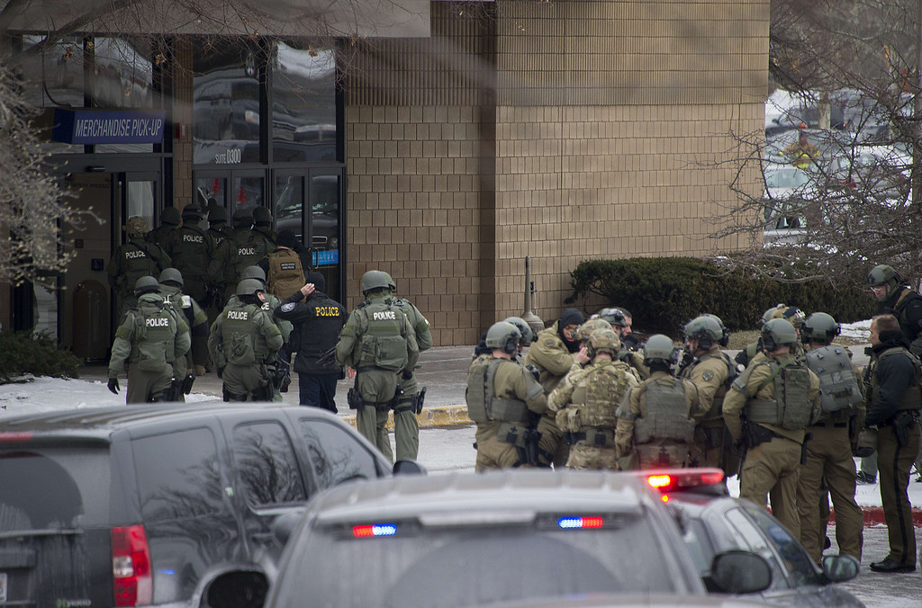 . Police enter the Sears department store at the Columbia Mall after a fatal shooting on January 25, 2014, in Columbia, Maryland.    AFP PHOTO / Jim  WATSON/AFP/Getty Images