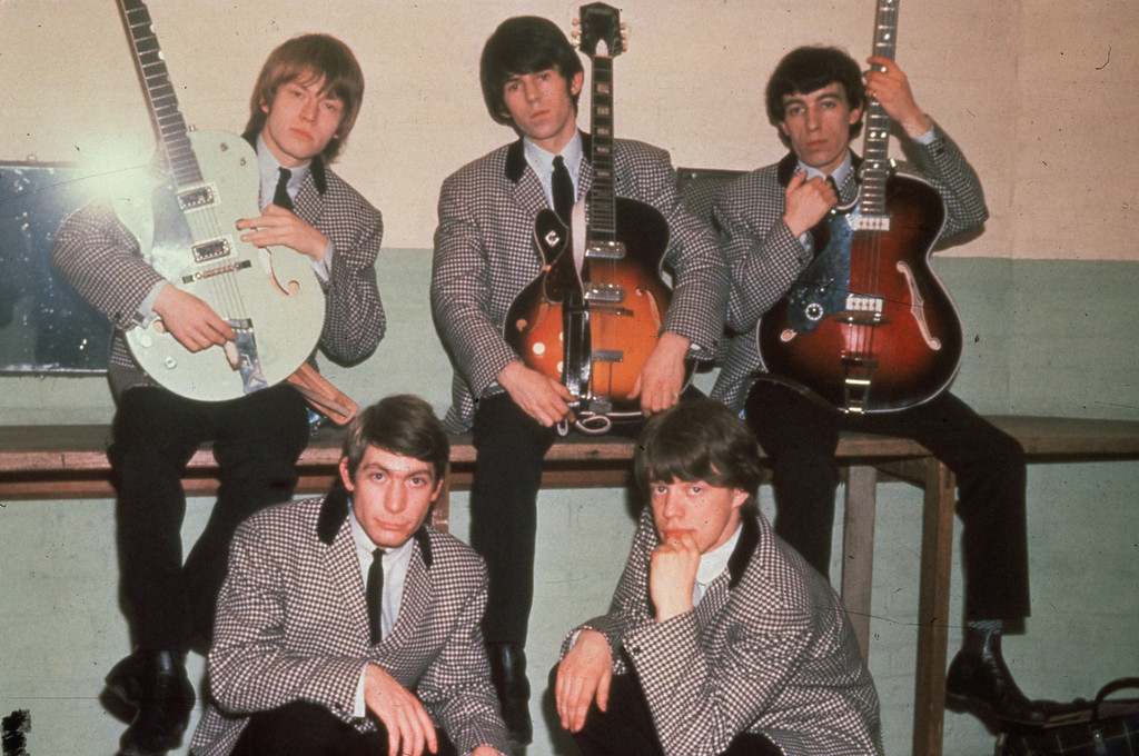 . British rock group the Rolling Stones, comprising drummer Charlie Watts, frontman Mick Jagger, guitarists Keith Richards and Brian Jones and bassist Bill Wyman, 1964.  (Photo by Hulton Archive/Getty Images)