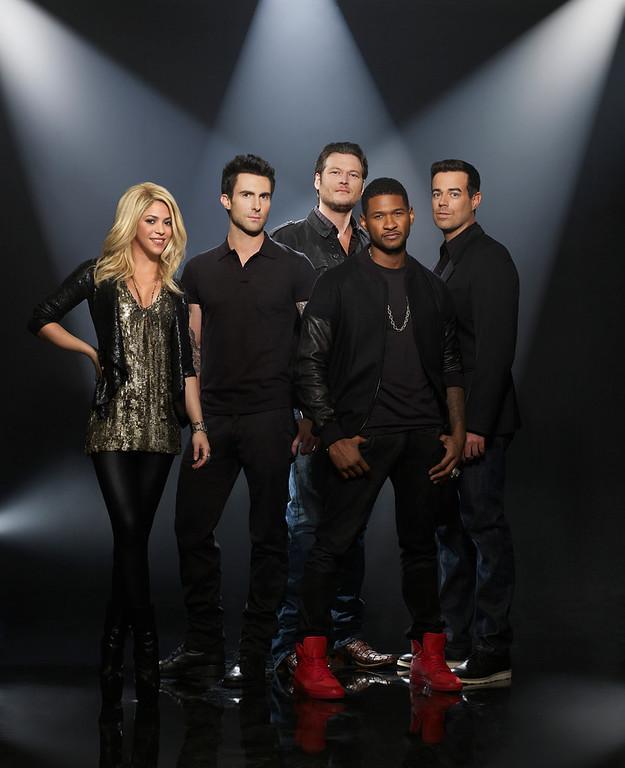 . THE VOICE -- Season: 4 -- Pictured: (l-r) Shakira, Adam Levine, Blake Shelton, Usher, Carson Daly -- (Photo by: Mark Seliger/NBC)