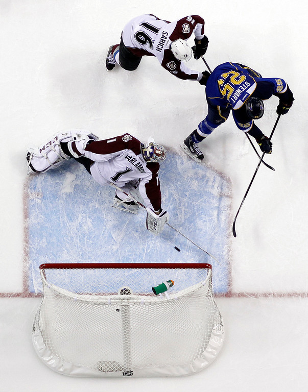 . St. Louis Blues\' Chris Stewart (25) scores past Colorado Avalanche goalie Semyon Varlamov, of Russia, and Cory Sarich (16) during the second period of an NHL hockey game Thursday, Nov. 14, 2013, in St. Louis. (AP Photo/Jeff Roberson)