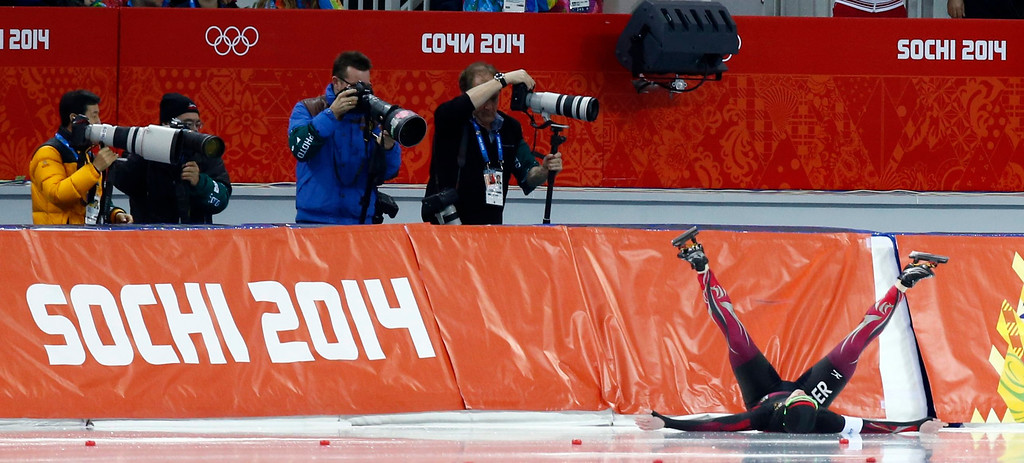 . Monique Angermueller of Germany chrashes during the Women\'s 1000m Speed Skating event in the Adler Arena at the Sochi 2014 Olympic Games, Sochi, Russia, 13 February 2014.  EPA/Vincent Jannink