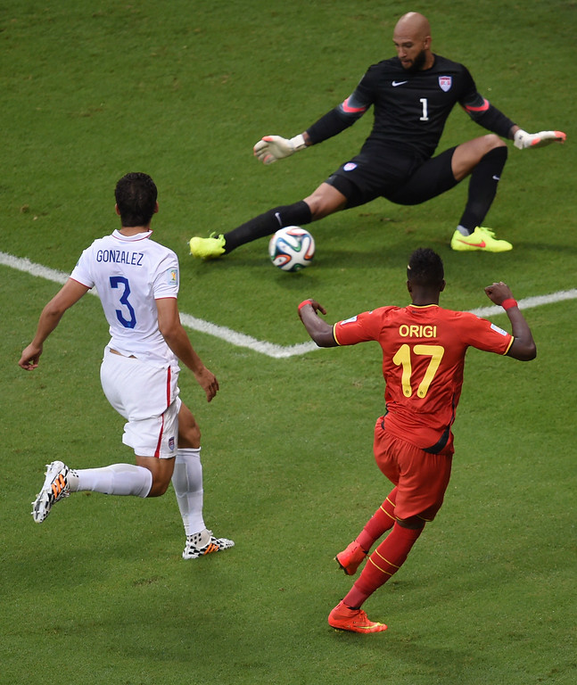 . Belgium\'s forward Divock Origi (R), US defender Omar Gonzalez (L) and US goalkeeper Tim Howard (R) vie for the ball during a Round of 16 football match between Belgium and USA at Fonte Nova Arena in Salvador during the 2014 FIFA World Cup on July 1, 2014.     AFP PHOTO / PEDRO  UGARTE/AFP/Getty Images