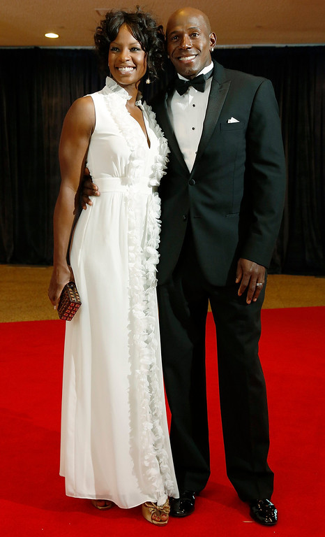 . Former NFL wide receiver Donald Driver and his wife Betina arrive on the red carpet at the annual White House Correspondents\' Association dinner in Washington April 27, 2013. REUTERS/Jonathan Ernst